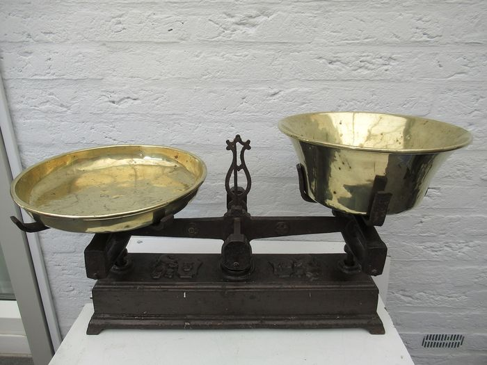 Heavy Balance Scale (1) - Copper and metal