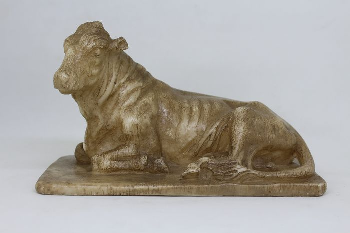 Sculpture, figure of a laying Bull (1) - Alabaster - early 18th century