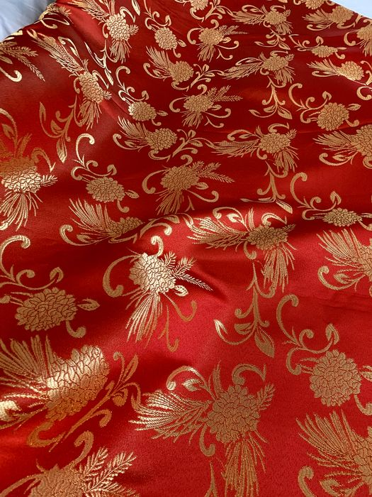 2.80 x 2.90 M - Christmas fabric with gold decorations - Italy - Satin, lurex - 20th century