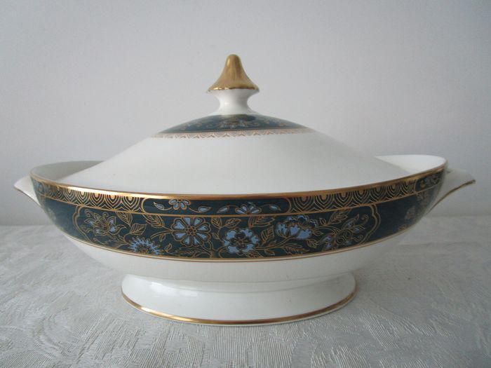 Royal Doulton - Carlyle dish with lid - Porcelain