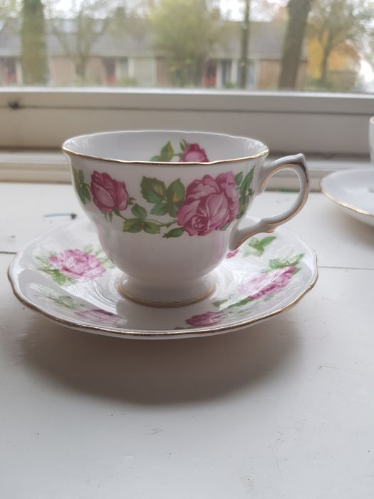 Cups and saucers (8) - Porcelain