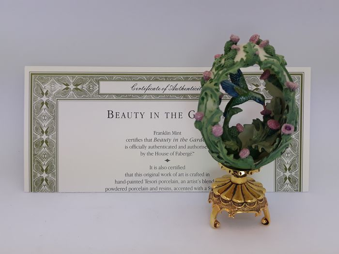 House of Fabergé  - Franklin Mint - Hummingbird egg - Beauty in the Garden - figurine with certificate - Goldplate, Porcelain, Resin/Polyester