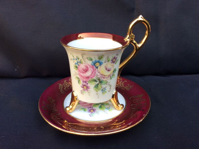 OHASHI CHINA - 1932 - Made in Japan  - A beautiful 3 - Foodet demitasse cup and saucer with flowers and gold rim - Porcelain