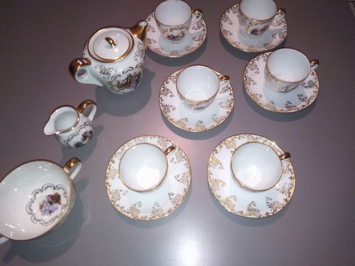 Cups and saucers, Teapot - Porcelain