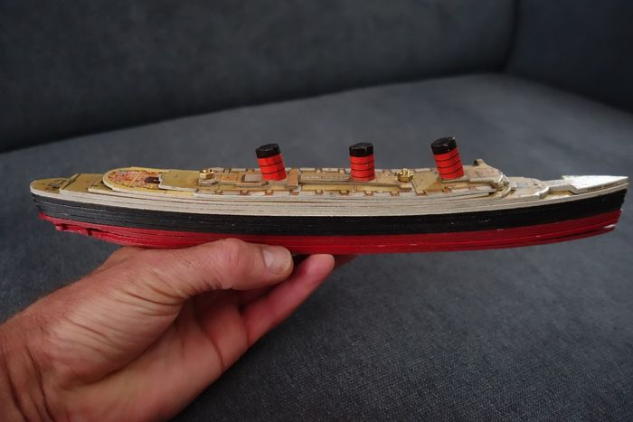 "RMS boat model ""Queen Mary"" - Wood - 1936"