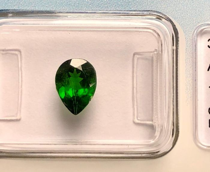 Green ( No reserve price) Chrome Diopside  - 1.07 ct