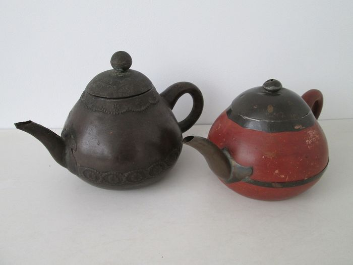 Couple Yixing teapots (2) - Clay and copper