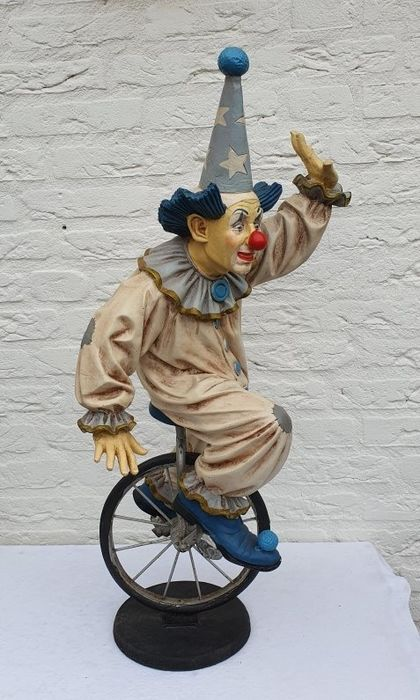 Clown on a unicycle - signed Jun Asilo '96 - Polyresin