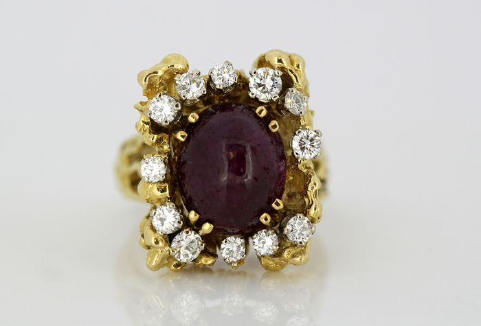 18 kt. Yellow gold - Ring - 6.00 ct Cabochon Ruby - Diamonds