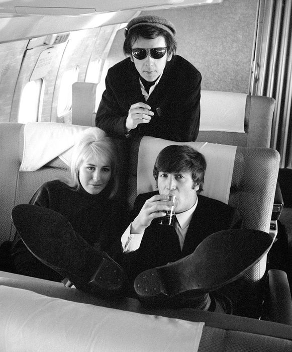 Fotoarchief The Daily Mirror - John and Cynthia Lennon, Phil Spector, 1964