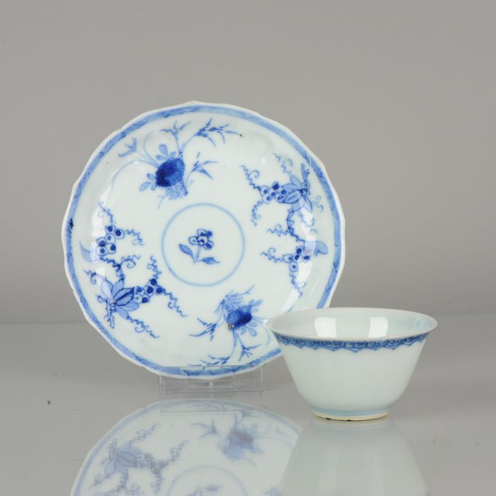 Kom - Porselein - Kangxi period Thinly potted Tea bowl and saucer Flowers - China - 18e eeuw