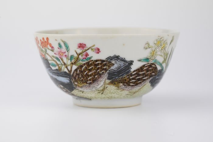 Bowl - Famille rose - Porcelain - Fine Antique Chinese 18th Century Famille Rose Quail Bowl - China - 18th century