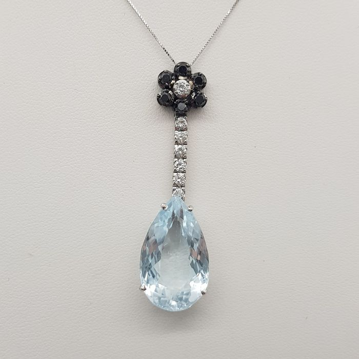 18 carats Or blanc - Collier et pendentif 6.00 ct - Diamants, diamants noirs