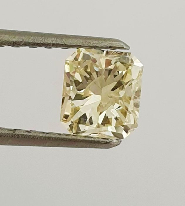 Diamant - 0.69 ct - Radiant - Natural Fancy Light Yellow - SI2