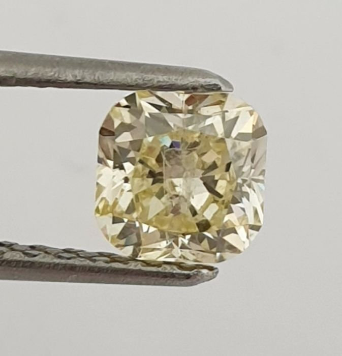 Diamond - 0.81 ct - Cushion - Natural Fancy Yellow - SI2