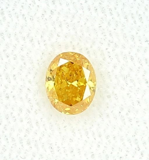 Diamond - 0.45 ct - Oval - fancy vivid orangy yellow - Not mentioned on certificate
