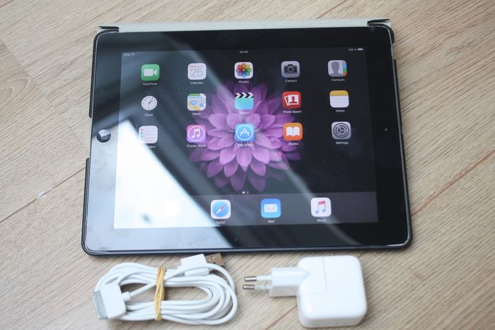 Apple iPad 2 (WiFi, 16GB) model A1395 Med original