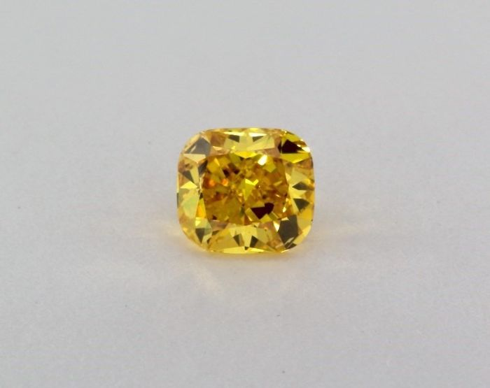 1 pcs Diamante - 1.02 ct - Almofada - fancy vivid orangy yellow - SI1