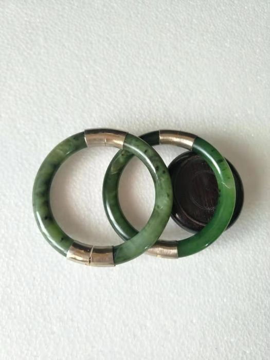 Bangle - Nephrite jade - China - Late 20th century