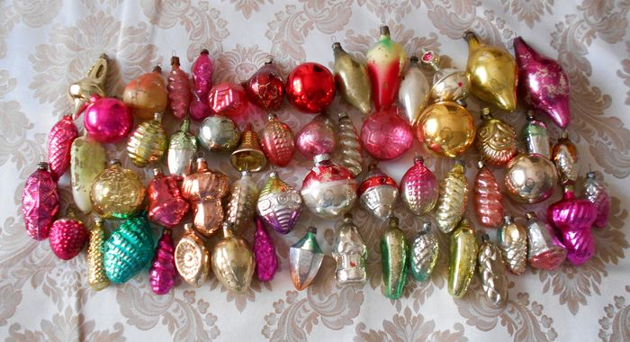 12 HANDMADE CHRISTMAS ORNAMENTS MADE WITH BLING GOLD AND RED