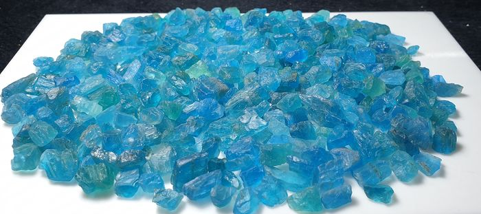 Apatite (mineral group) Rough - 21×6×6 mm - 210.93 g