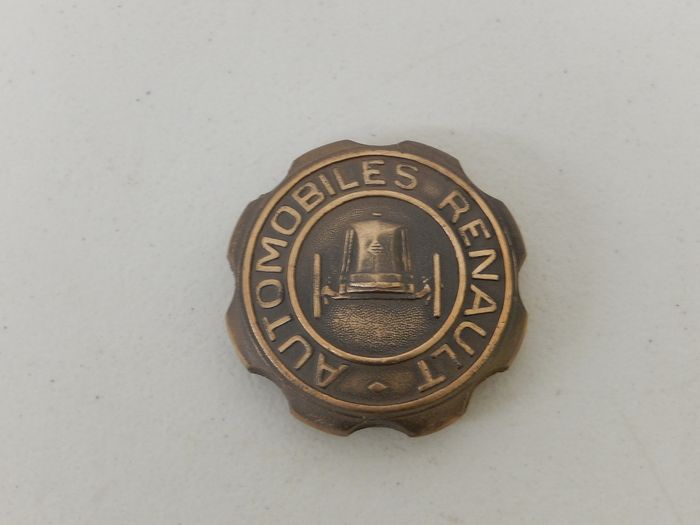 Pièces - Vintage 1898 -1968 Renault 70 Years of Progress Automobiles Radiator Cap - 1968
