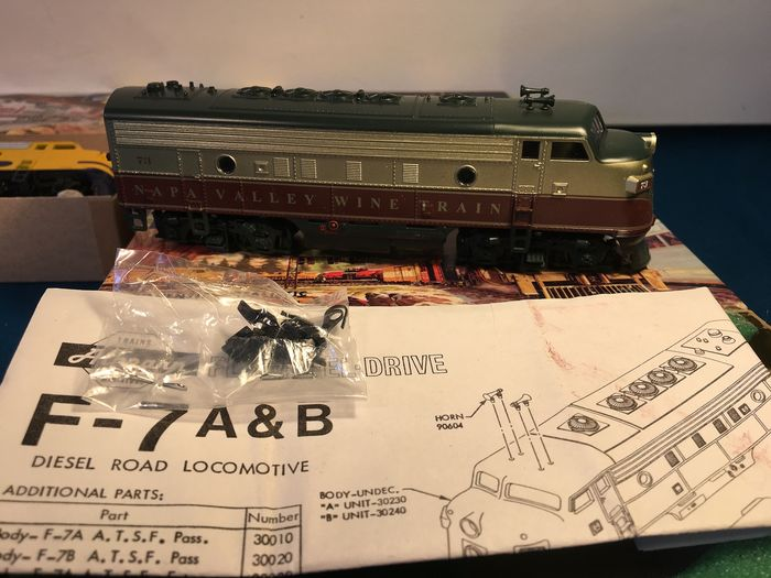 Athearn H0 Diesel Locomotive 4x Different Dummys