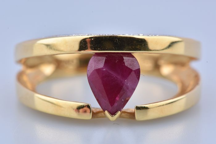18 kt. Yellow gold - Ring - 1.65 ct Ruby - Diamonds