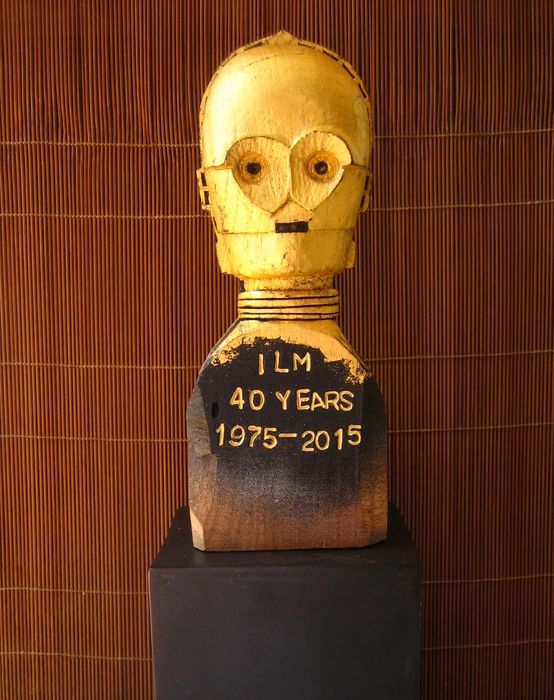 Star Wars - Signed photograph of a C-3PO head by Star Wars model maker Lorne Peterson