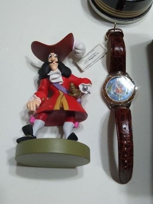Captain Hook  Peter Pan 0142 / 3000 - Limited Edition Disney Villains Captain Hook Fossil Watch + Figurine