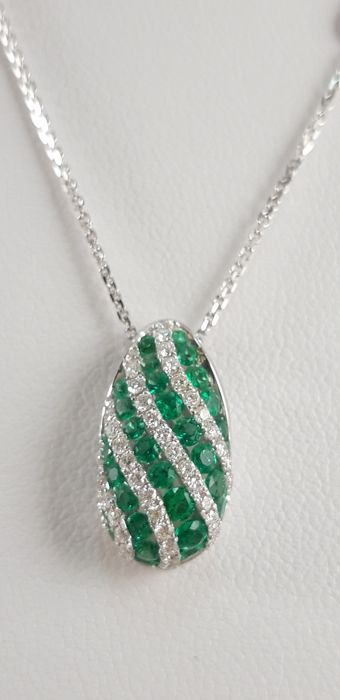 Chimento - 18 kt. White gold - Necklace with pendant - 0.97 ct Emerald - Diamonds