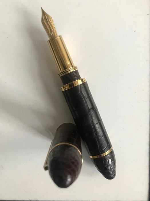 Louis Vuitton - LOUIS VUITTON Cargo Exotic Brown Alligator Leather w / gold plated fittings Fountain pen. - Loose fountain pen van 1