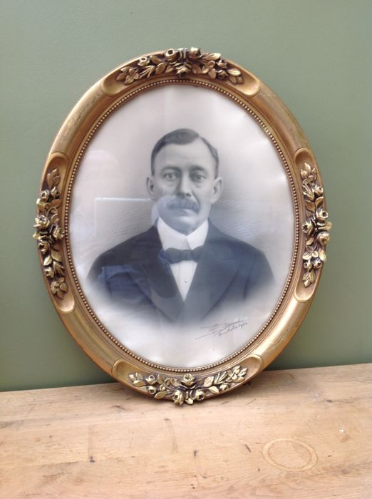 Richly decorated old wooden frame - Glass, Goldplate, Plaster, Wood