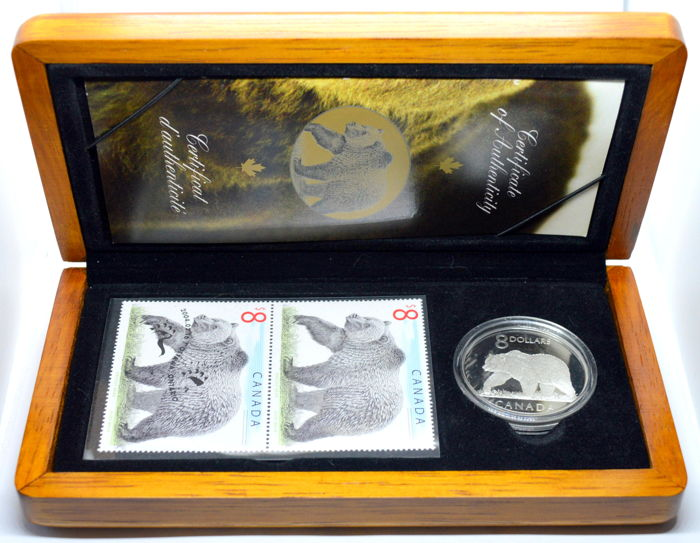 Canada - 8 Dollars 2004 silver + Stamps in wooden box