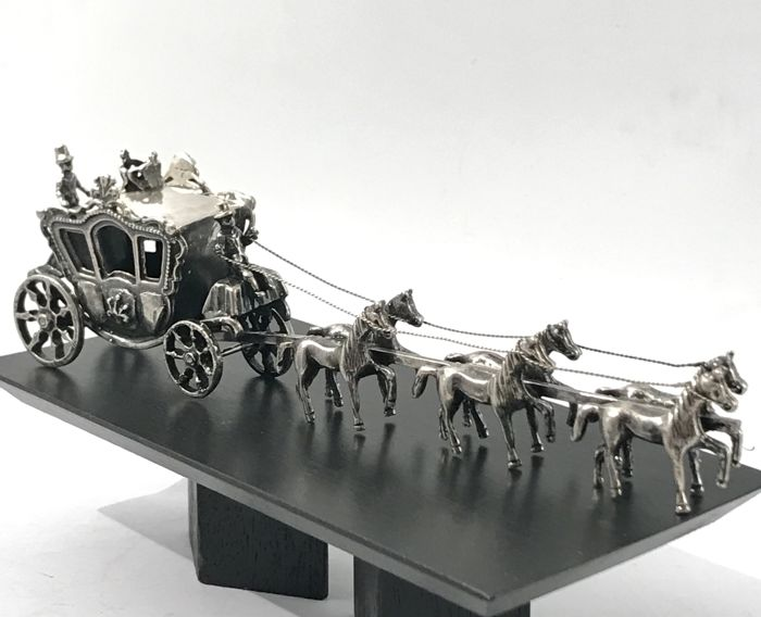 15,5 cm-109,00 gram. - Very large, heavy silver carriage with 6 horses. - Silver