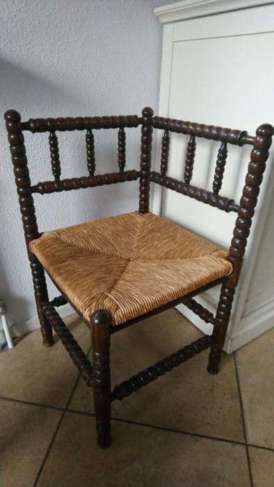 Beautiful corner chair with rush seat - Wood