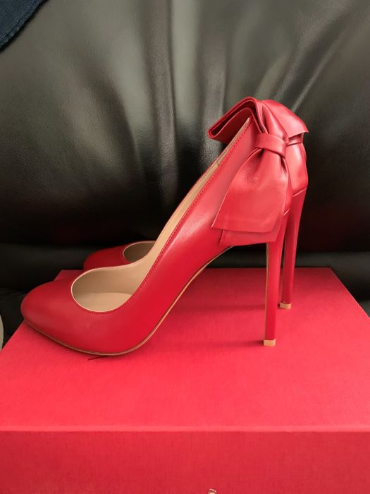 Valentino - New -  Never Used  - Size 40eu - 11cm Heel Pumps - Size: 40 eu