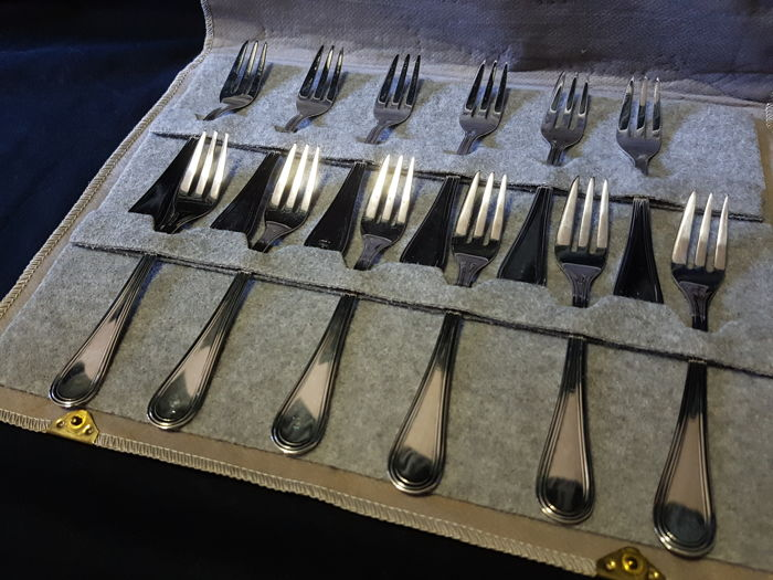Set of 12 silver dessert forks (12) - .800 silver - Italy - 1950-1999