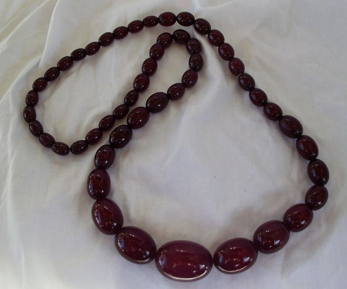 cherry amber bakerlite - Necklace