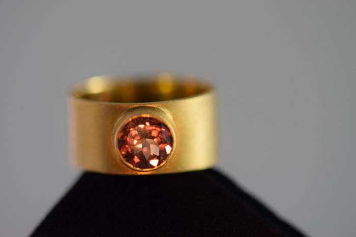 handcrafted in Greece - 18 kt Gelbgold - Ring - 1.85 ct Color Change Garnet orange to pink