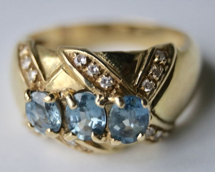 14 kt Gelbgold - Ring - 0.90 ct Aquamarine - Diamanten