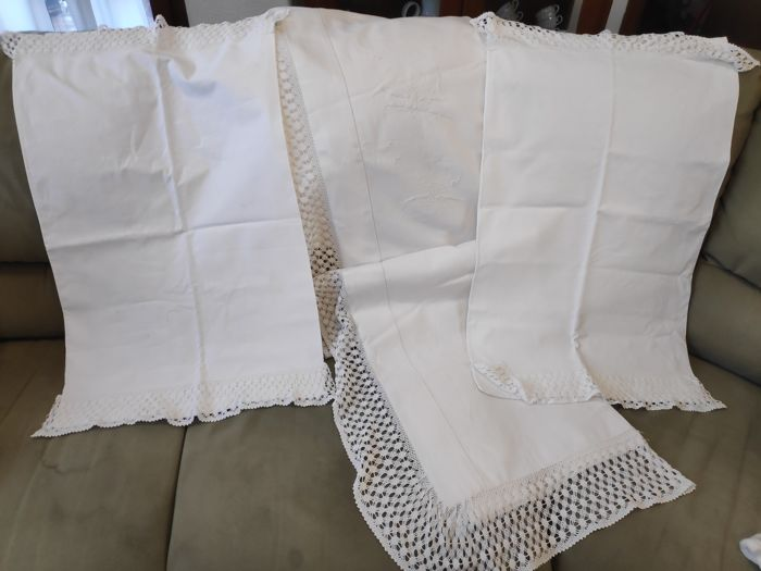 Antique sheet and two hand-embroidered pillowcases - Linen and lace