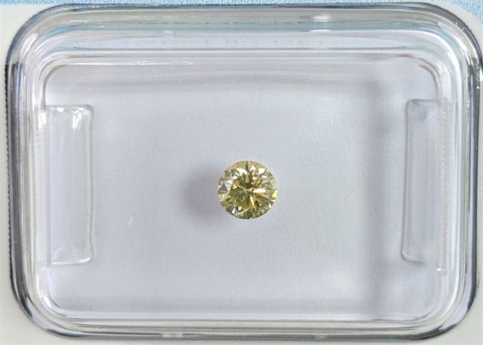 Diamant - 0.19 ct - Briljant - Fancy Greyish Yellow - P1