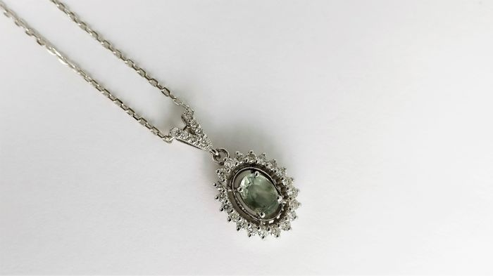 18 kt. White gold - Necklace with pendant - 0.89 ct Sapphire - Diamonds