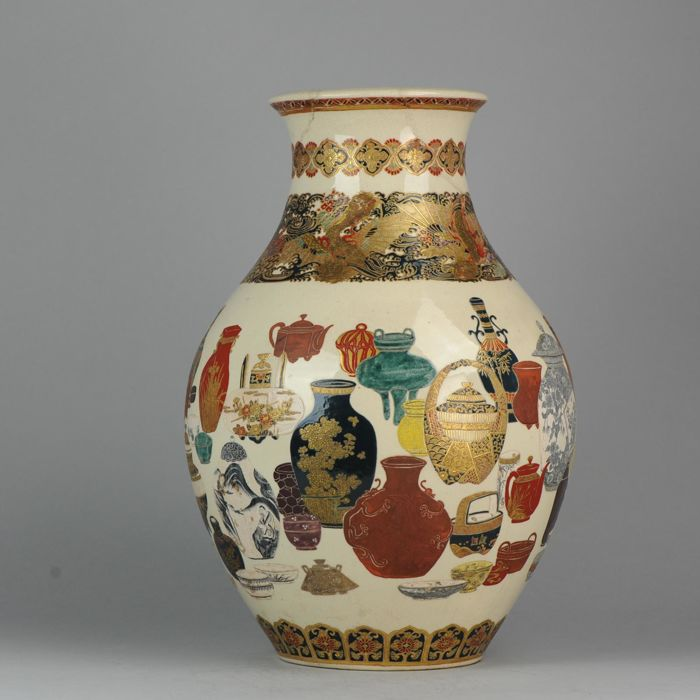Vaas - Satsuma - Porselein - 45.5cm Antique Decorated with all types of Porcelain - Japan - Meiji periode (1868-1912)