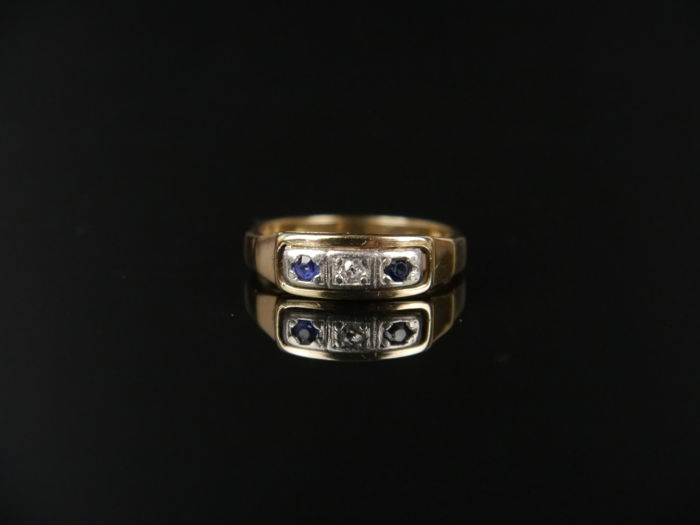 .585 gold - Art Deco unisex gold ring with a diamond 0, 05 ct and 2 sapphires 0, 10 ct, around 1930., Ring Diamond - Sapphires