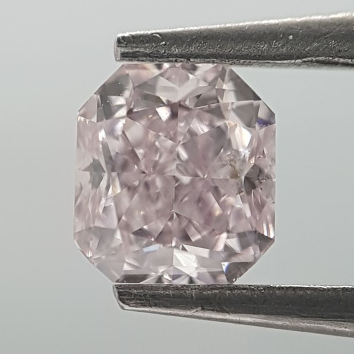 Diamond - 0.30 ct - Radiant - Natural - very light pink - SI2