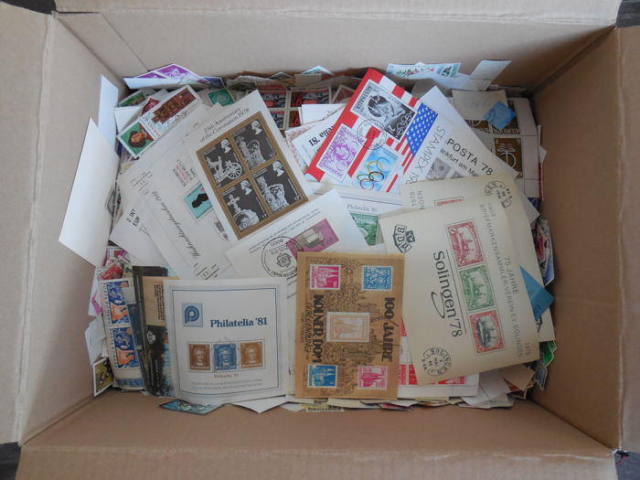 World - Batch of more than 2 kilograms, approx. 40,000 soaked-off stamps