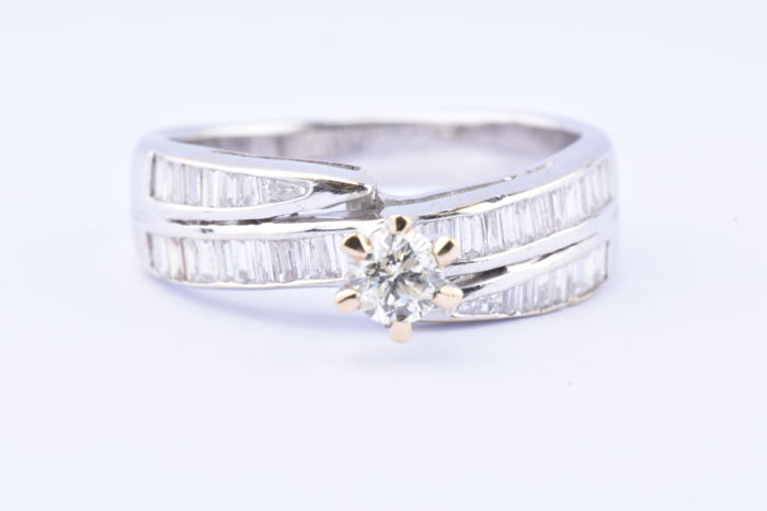 18 kt. White gold - Ring - 0.61 ct Diamond
