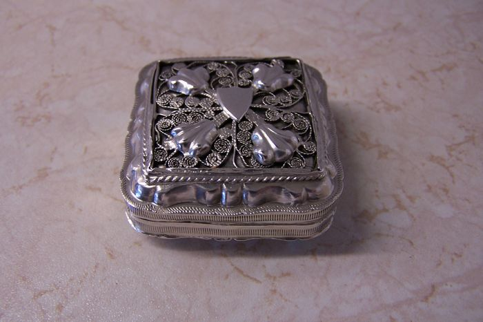 Peppermint box, Peppermint box with filigree (1) - .833 silver - A. v.d. Sluys - Schoonhoven - Netherlands - 1868